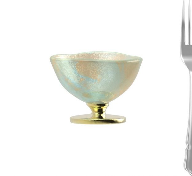 Ice cream bowl on pedestal