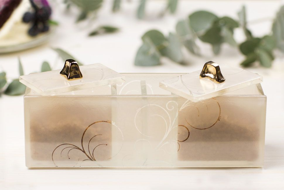 Coffee Cake desserts sugar box Preci has 4 compartments for different sugar varieties and comes decorated with our lively Vivace pattern in cream. Both lids, are studded with gold platted knobs.