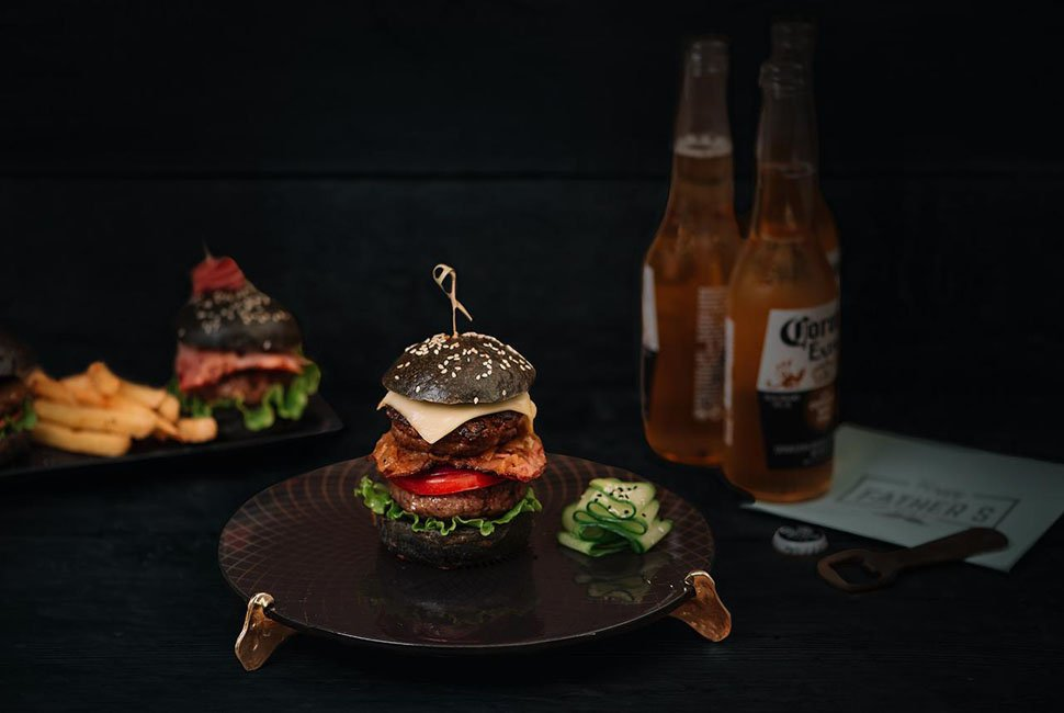 Burger Plate Pauli is a glass cake stand in deep night blue colour decorated with our royal