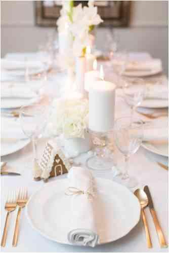Wintery table settingin white