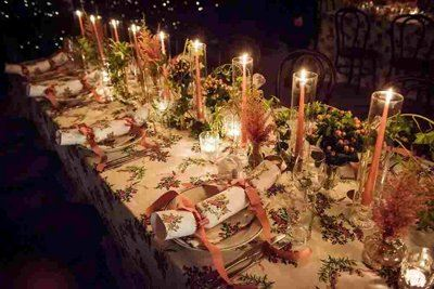 Christmas table with warm light and unified look