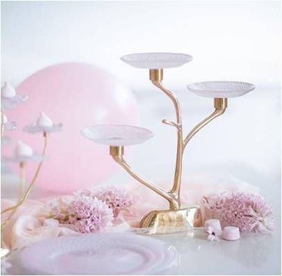 Pink 3-tiered cake stand with glass plates
