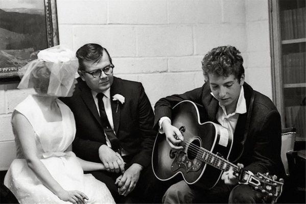 Wedding ideas - Bob Dylan serenading to bride and groom at wedding