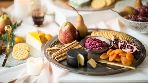 Designer chip & dip platters with the round serving platter Elyn by Anna Vasily.