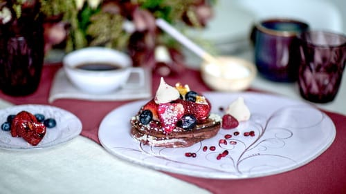 Coloured glass dessert plates & appetizer plates in an elegant table setting with pancakes by Anna Vasily.